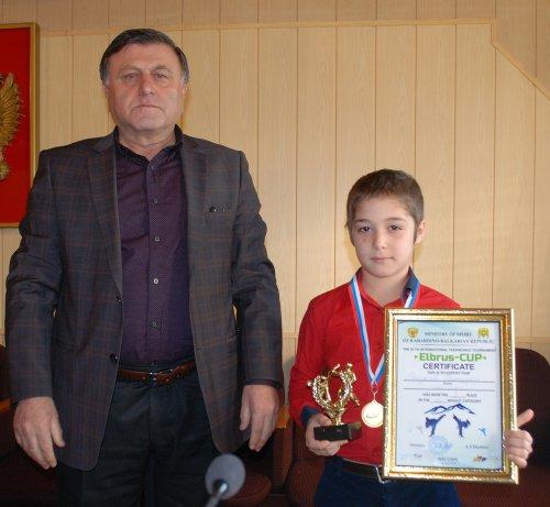 Юный спортсмен Рамазан Расулов из Хасавюрта завоевал кубок Эльбруса в городе Нальчик
