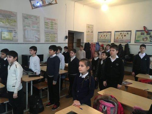 В школах Хасавюрта проходят открытые уроки посвященные 96 летию ДАССР