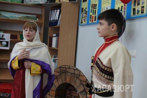 Старшеклассники Хасавюрта знакомят своих сверстников с поэтическим миром Фазу Алиевой