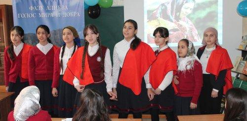 Хасавюртовские школьники вдохновенно читали стихи Фазу Алиевой о защитниках Отечества