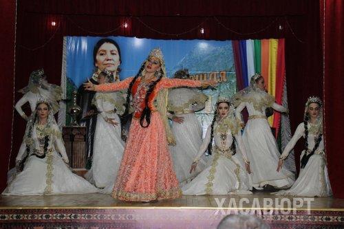 В Хасавюрте состоялся вечер памяти Фазу Алиевой «Раздающая радугу»