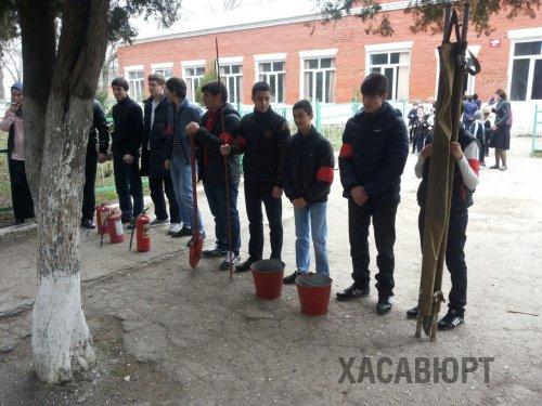 Спасатели Хасавюрта провели учения в здании СОШ№3