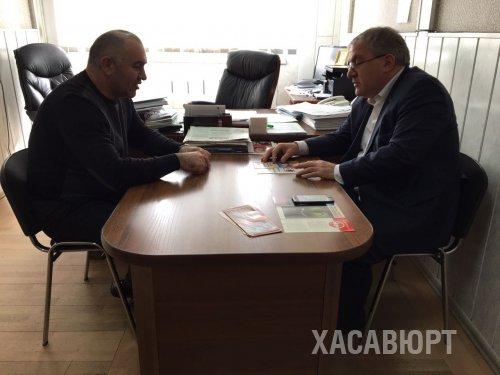 Висимпаша Ханалиев обсудил вопрос работы участковой полиции в Хасавюрте в администрации города