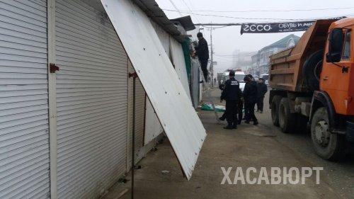 Проезд по улице Набережной расчистили от торговых заграждений в Хасавюрте