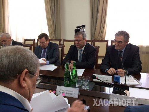 Между Хасавюртом и Министерством строительства, архитектуры и ЖКХ РД подписано соглашение о предоставлении субсидий по госпрограмме