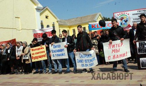 Хасавюрт скорбит по жертвам теракта в Санкт-Петербурге