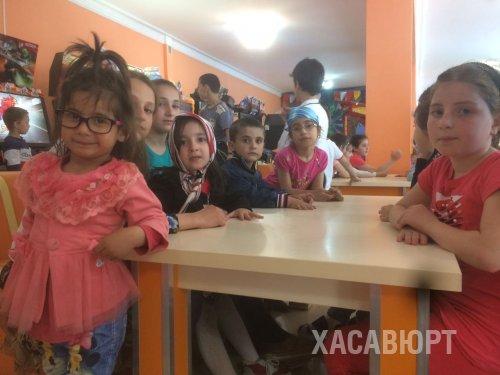 Депутат Народного Собрания РД Якуб Умаханов организовал благотворительную акцию для маленьких детей в Хасавюрте