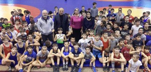 Библиотекари Хасавюрта рассказали юным атлетам города о легенде мирового спорта Али Алиеве