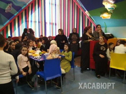 В Хасавюрте продолжаются новогодние акции «Новогодний подарок-каждому ребенку»