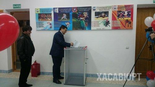 Сайгидпаша Умаханов проголосовал на выборах в Хасавюрте