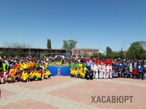В Хасавюрте провели флэш-моб, посвященный чемпионату мира по футболу RUSSIA-2018