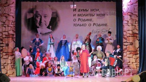 В Хасавюрте прошло торжество со дня 95-летия рождения Расула Гамзатова