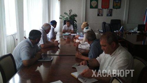 """Глава Хасавюрта Зайнудин Окмазов выслушал проблемы жителей поселка """"Андийский"""""""