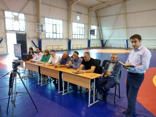 В спорткомплексе Хасавюрта состоялась встреча со спортсменами в преддверии годовщины разгрома международных террористов