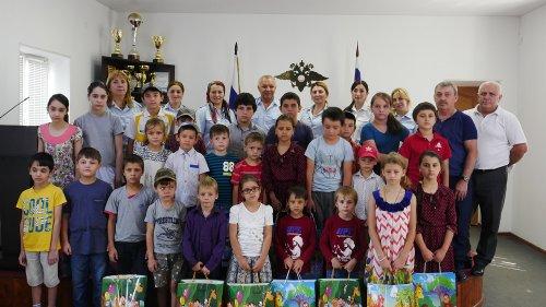 Акцию «Собери сирот в школу» провели в Хасавюрте