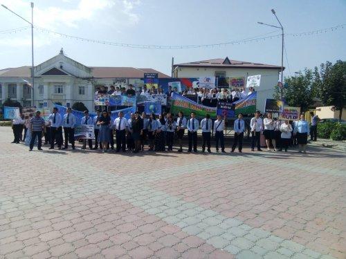 В Хасавюрте шествием молодежи отметили день солидарности в борьбе с терроризмом