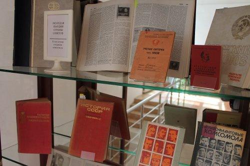 В библиотеке Хасавюрта представлена литература к вековому юбилею российского комсомола