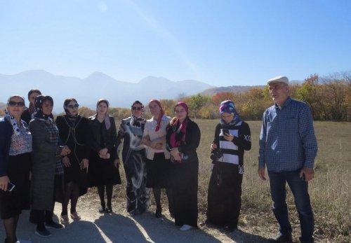 Библиотекари и учителя Хасавюрта в канун юбилея Мариам Ибрагимовой совершили поход по описанным в ее произведениях достопримечательным местам