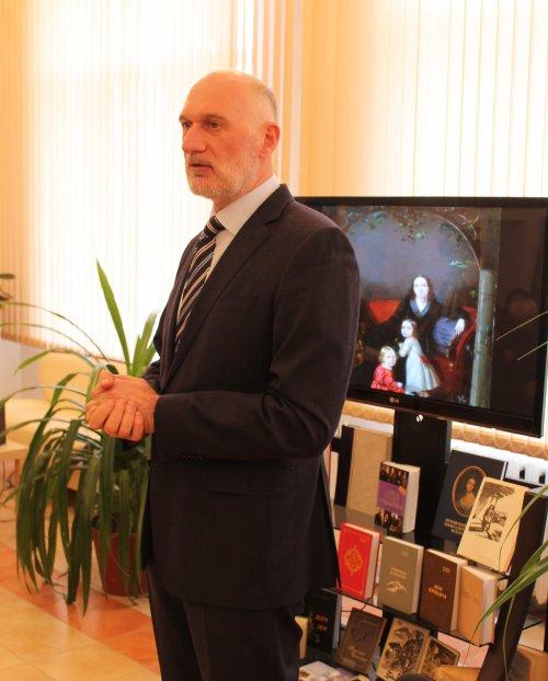 Читатели библиотеки Хасавюрта пообщались с председателем Союза писателей Чеченской Республики
