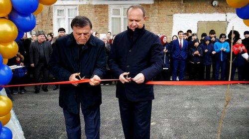 Благоустроенный двор торжественно открыли в Хасавюрте