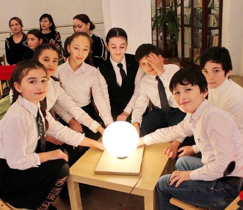 В библиотеке Хасавюрта за игровыми столами встретились четвертьфиналисты школьного литературного турнира