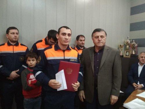 Спасателей Хасавюрта в день профессионального праздника отметили почетными грамотами
