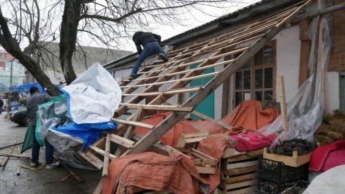 По ул. Октябрьская устраняют незаконно установленные сооружения