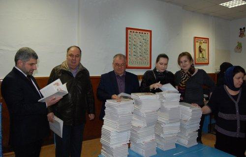 Депутаты Народного Собрания РД проинспектировали процесс распределения новых учебников по школам Хасавюрта