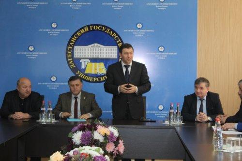 Глава Хасавюрта Зайнудин Окмазов встретился со студентами филиала ДГУ