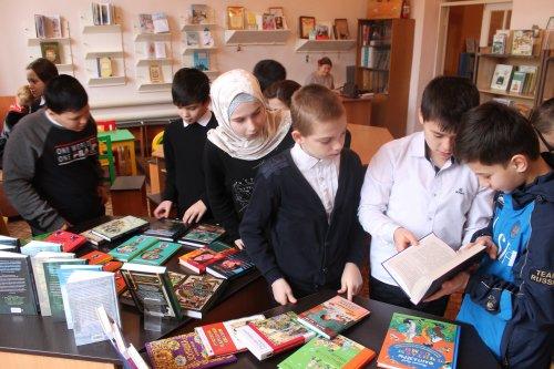 В библиотеке Хасавюрта организован обширный просмотр новых книг