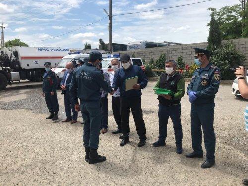 Глава Хасавюрта поблагодарил донских спасателей за проделанную работу