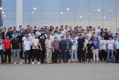 Друзья и родственники Аскара Аскарова организовали бойцу теплую встречу