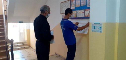 Специалисты Управления Гражданской Обороны распространили памятки COVID-19 в образовательных учреждениях Хасавюрта