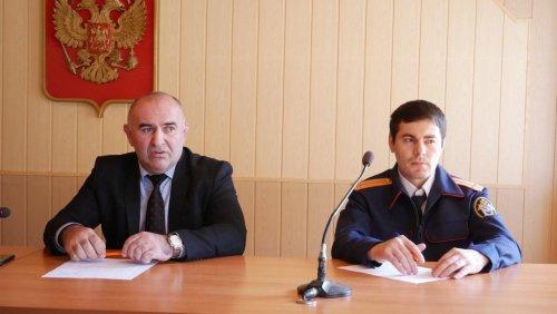 Заседание Комиссии по делам несовершеннолетних прошло в мэрии Хасавюрта