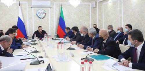 Сергей Меликов провел совещание по основным вопросам и перспективам развития города Хасавюрта