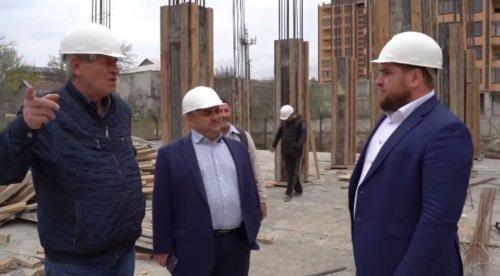 Первый замминистра строительства РД Мурад Алиев посетил строящиеся образовательные объекты в Хасавюрте