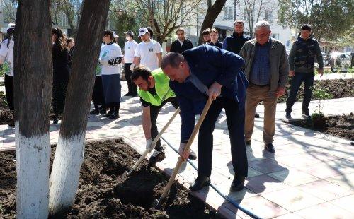 Глава Хасавюрта принял участие в акции «Сад памяти»